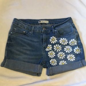 Cut-off Levi hand painted sunflower shorts